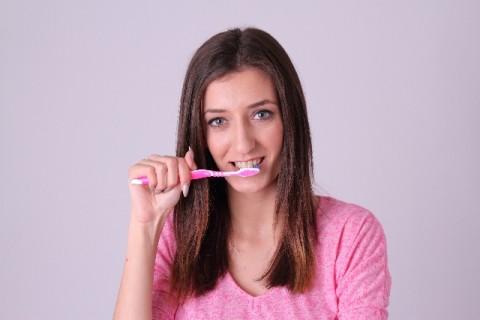 whiten-teeth-women